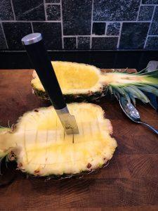 Halkaistu ananas