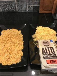 Nugettien seuraksi AitoCheddar-juustoa ja cornflaksjeä