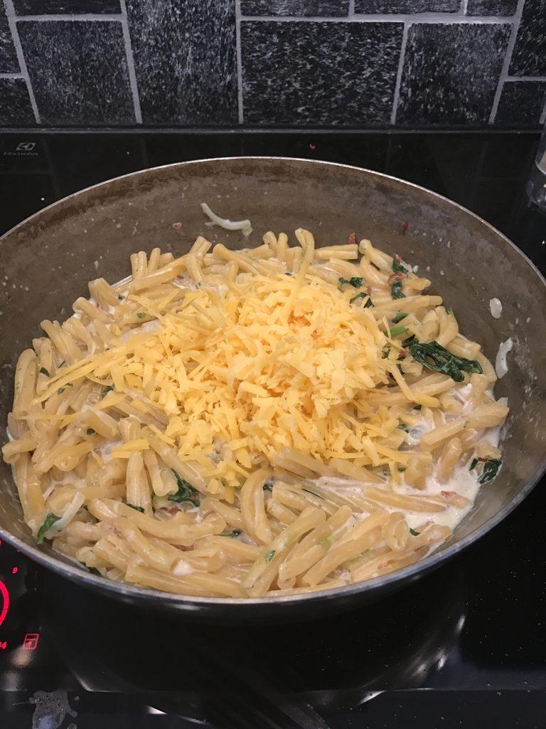 AitoCheddar juusto pastassa