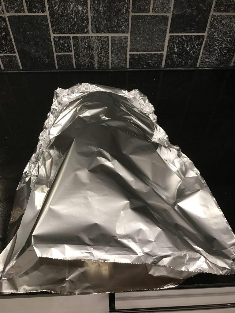 Uunileipä käärittynä folioon