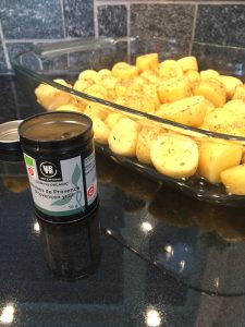 Provencen perunat tekovaiheessa mustekalan kanssa