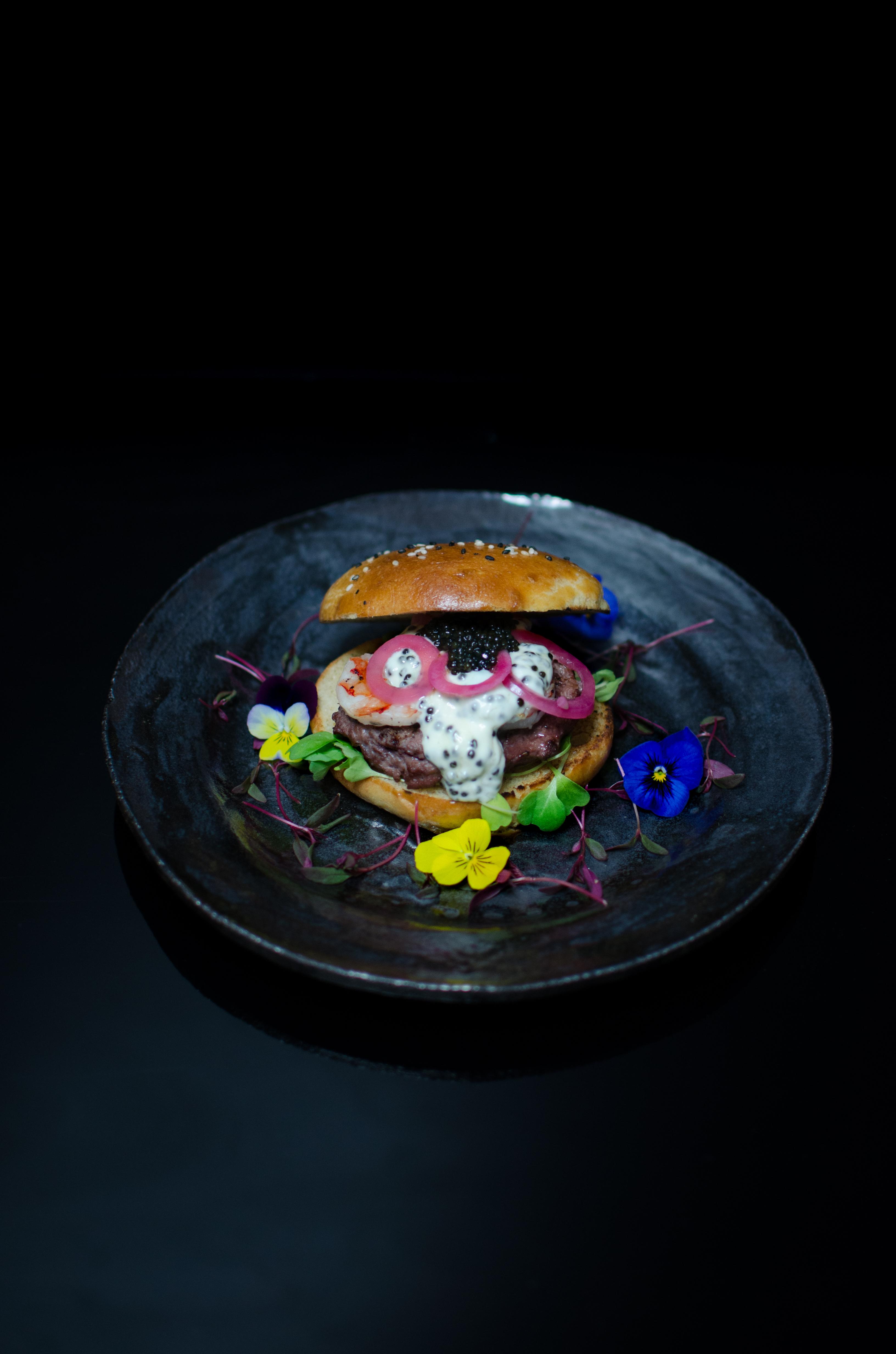Herkullinen surf and turf burgeri